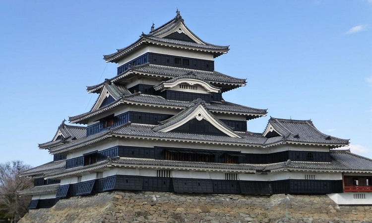 Matsumoto Castle is one of Japan's premier historic castles, is also known as the Crow Castle.