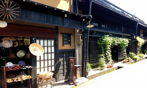 Takayama-shi is famous as an old town village, this area is designated as the Nation's Preservation District for Groups of Historic Buildings.