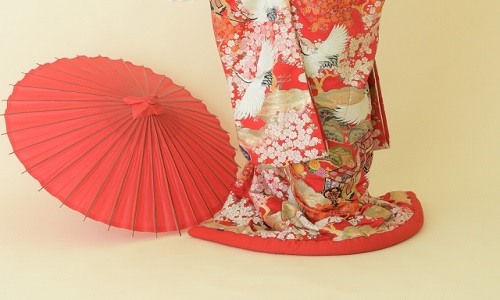 You can try to wear Kimono, then take photos with family and friends.
